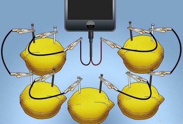 Как зарядить смартфон через фрукты: а так разве можно?
