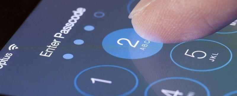 Почему Apple борется с правоохранительными органами при разблокировке айфонов?