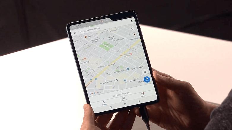 Samsung дразнит Google и Apple своими гибкими дисплеями