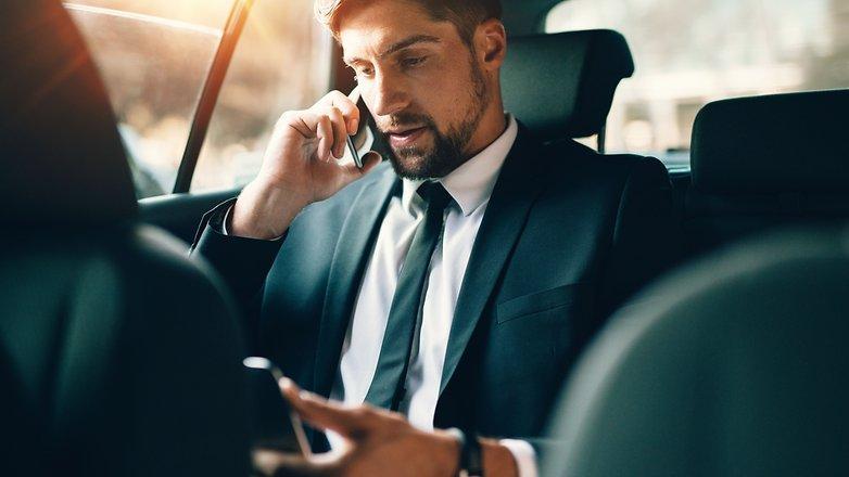 Говорите по смартфону и едете на автомобиле? Это очень опасно