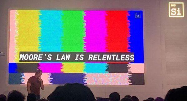 Закон Мура не умер, настаивает Джим Келлер из Intel