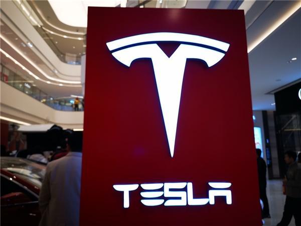Tesla Model X заняла первое место по показателю сохранения стоимости