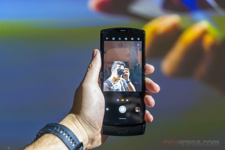 Розничная коробка Motorola Razr дразнилась руководителем компании