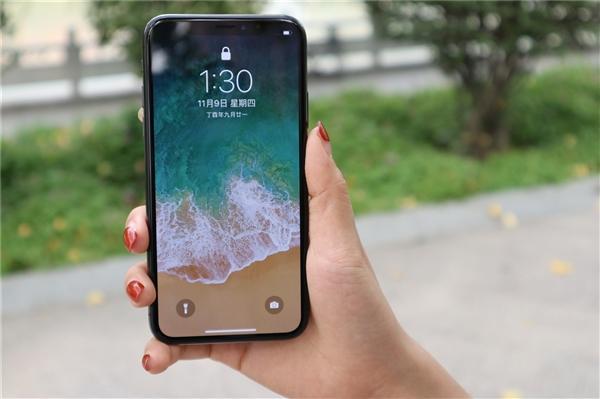 В США хотят запретить пользоваться смартфонами до 21 года
