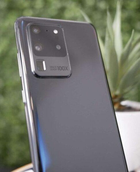 Samsung Galaxy S20 Plus и S20 Ultra показаны на фото в живую